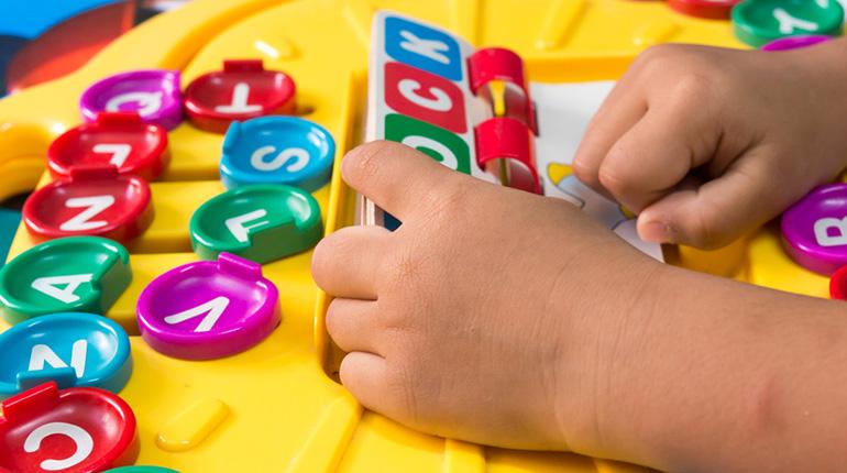 Apprendre l'anglais : quelle initiation pour les jeunes enfants ?