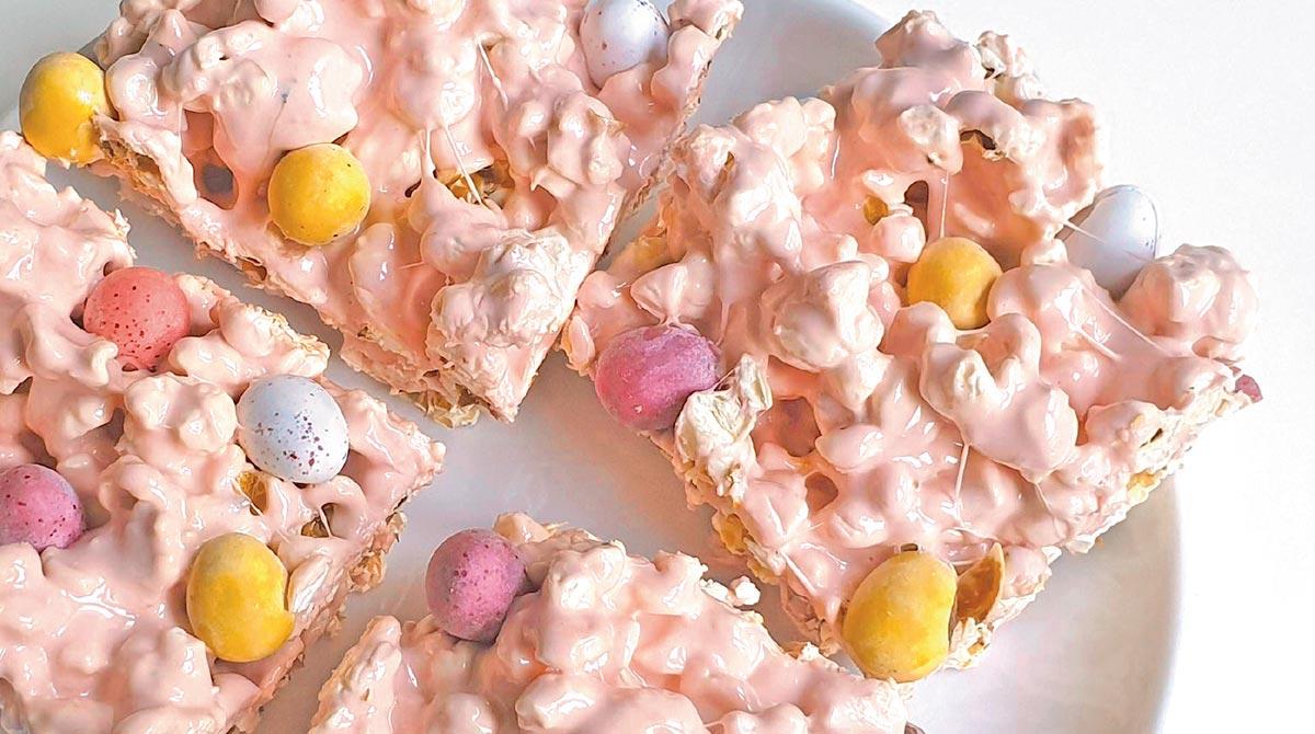 © Lemisse Al-Hafidh. Easter popcorn bars.